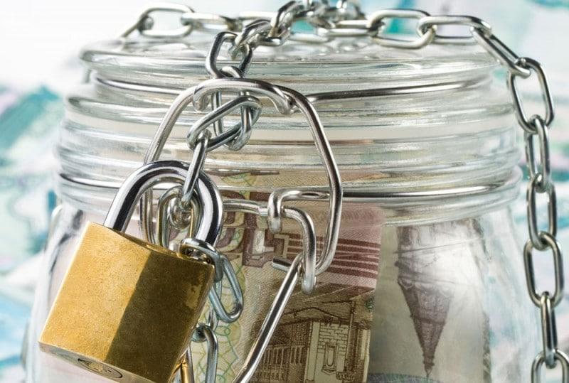 Сбербанк арестовал счета без приставов