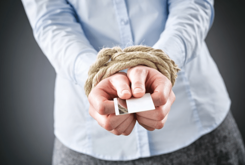 имеют ли право судебные приставы арестовывать зарплатную карту