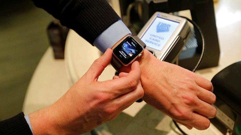 оплачивать с помощью Apple Pay
