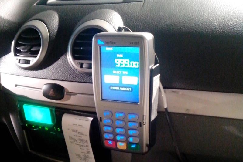 Оплата такси картой в машине
