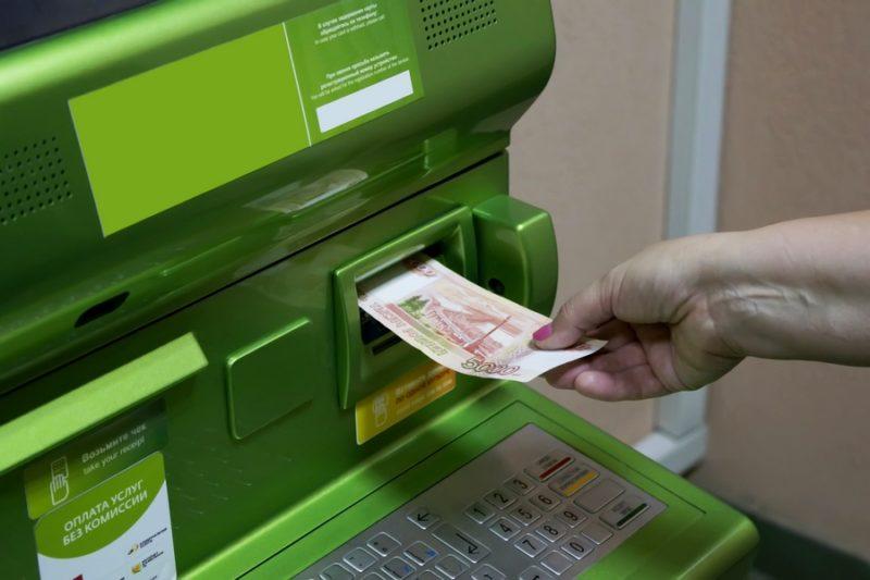 лимит внесения наличных на карту Сбербанка через банкомат